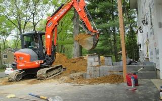 excavating002